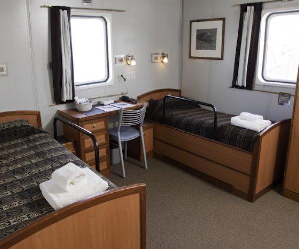 Antartica - MV Ushuaia - Cabine Standard Plus Private (banheiro privativo)