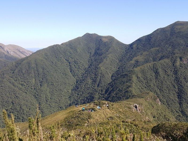 Nosso acampamento, visto da trilha rumo ao cume do Pico Paraná
