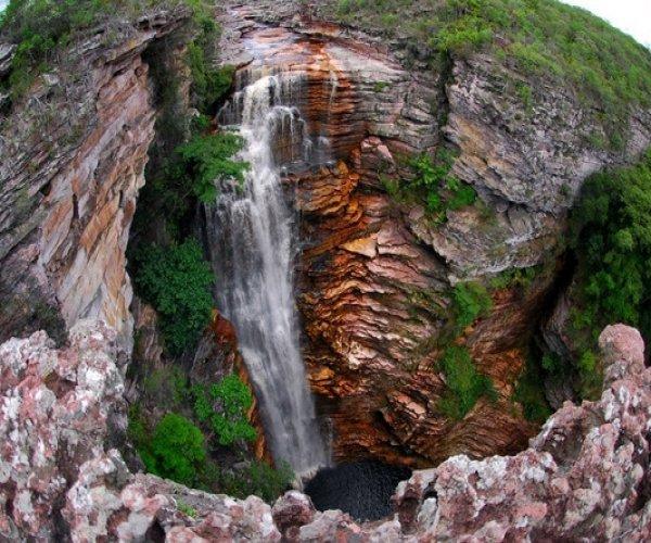 Resultado de imagem para cachoeira do buracão chapada diamantina ibicoara bahia