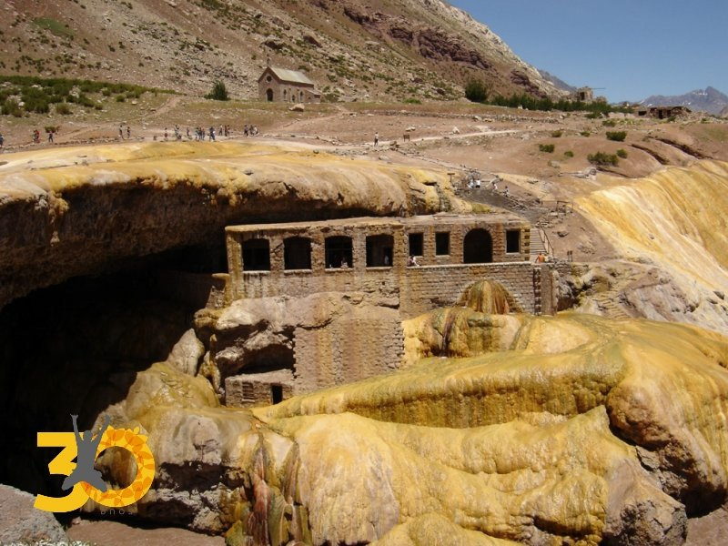 Tour Alta Montanha Aconcagua - Ruinas Hotel Puente del Inca