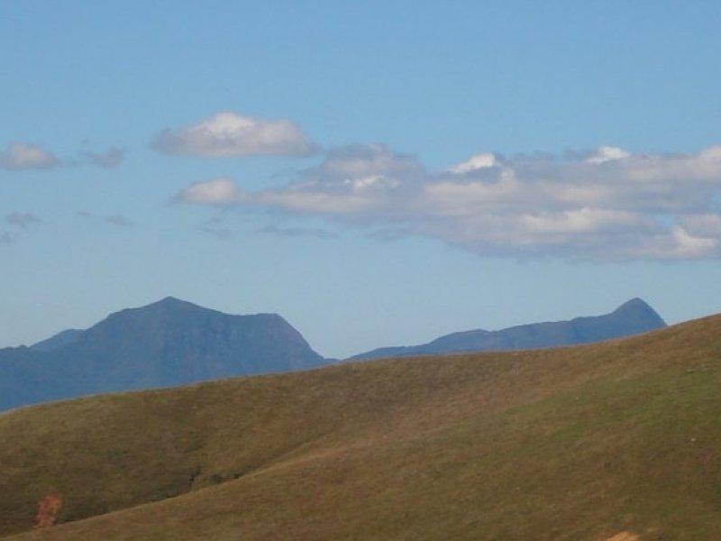 Visual das montanhas ao redor