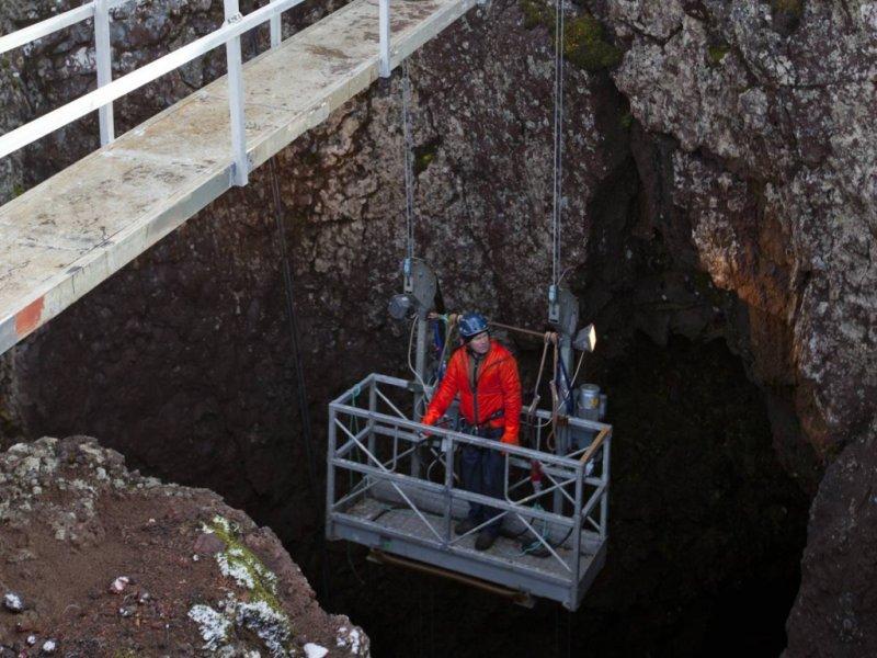 Elevador na entrada da cratera do vulcão Thrihnukagigur - crédito: Vilheim Gunnarson
