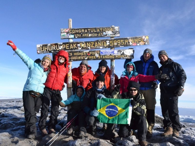 Grupo no Cume do Kilimanjaro