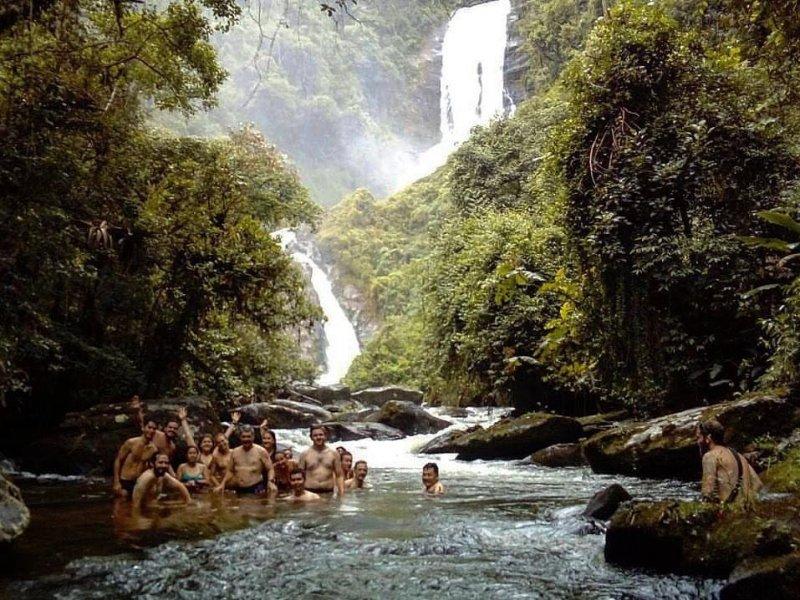 Grupo na Cachoeira dos Veados