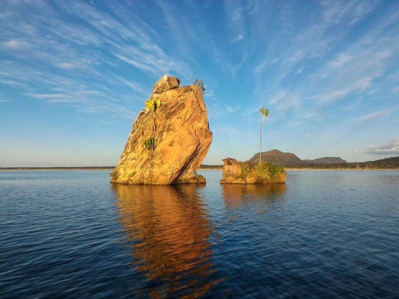 Pedra Encantada - Passeio de barco no Rio Tocantins