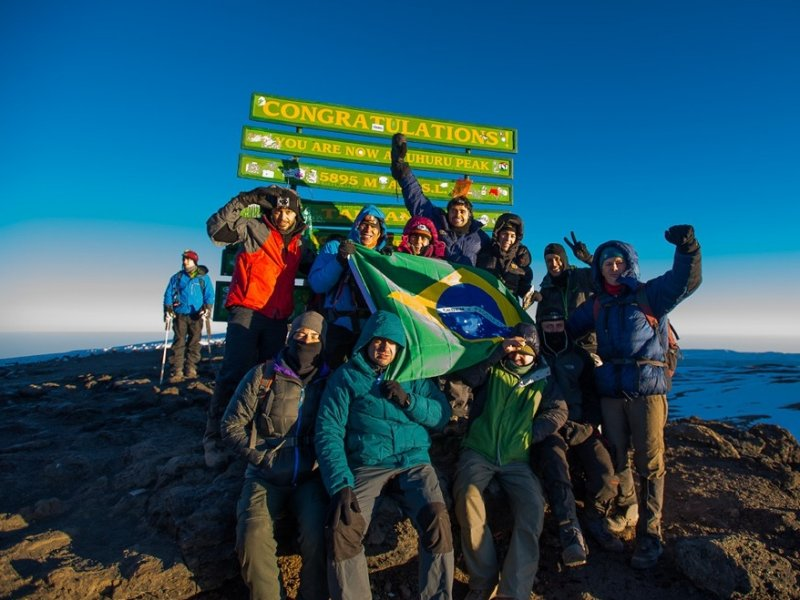 Grupo no Cume do Kilimanjaro